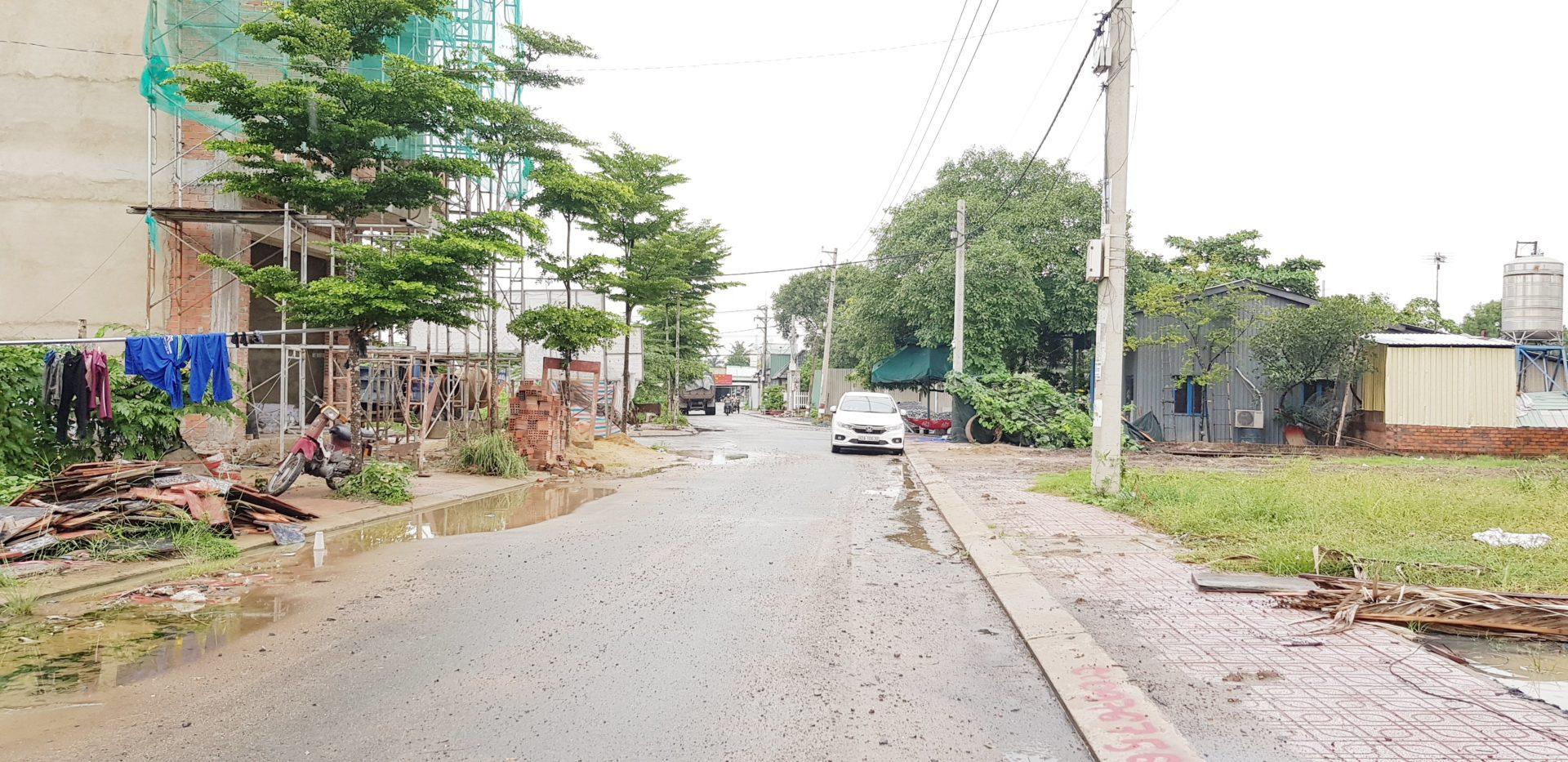 Bán Đất Quận 9 Cạnh VinHomes Quận 9. DT 57m2 Giá cực Tốt. Đường 8m, vị trí Mặt Tiền Nguyễn Xiển Q9